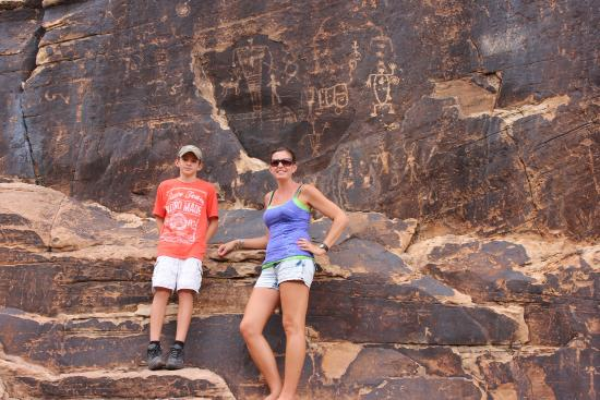 Rock Art Canyon Ranch: It was awesome seeing petroglyphs so close!