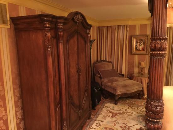 1840s Carrollton Inn: Very Impressive Furniture