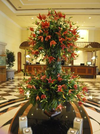 stunning flower arrangements in the hotel - picture of itc grand