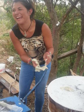 La Villada Inn : Trying to cook