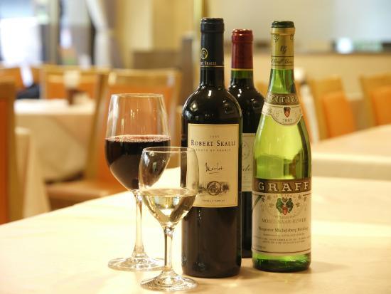 Kazusaya Hotel : ホテル内レストラン(ニレーヌは美味しいワインを取り揃えております。)