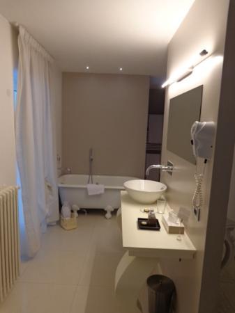 Villa Kofler Wonderland Resort: The Sulzburg room - spacious bathroom