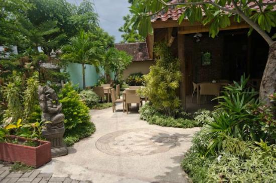 Dive-Versions Restaurant Gardens
