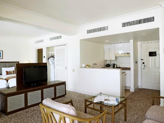 Lotte Hotel Guam: Island Wing Partial Ocean Premier  (Kitchenette room)