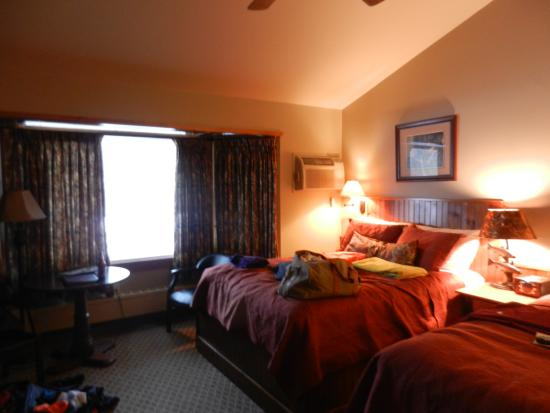 The Hungry Trout Resort: room