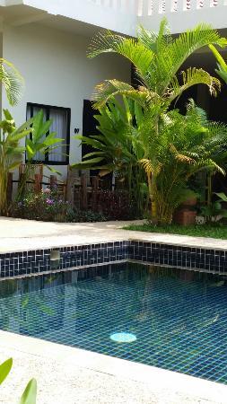 Damnak Rusey Hotel: Chambre avec petite terrasse
