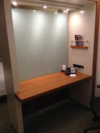 SpringHill Suites Houston Intercontinental Airport : Desk