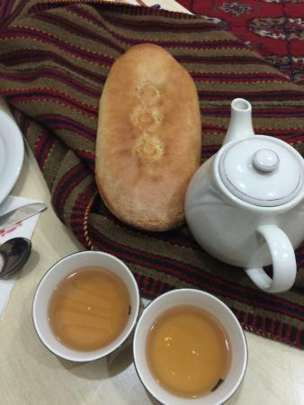 MERDEM: Black tea and bread