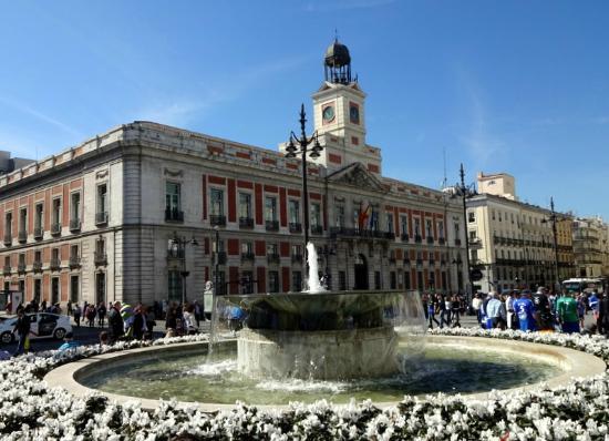 La casa de correos hoy sede del gobierno auton mico for Puerta del sol hoy