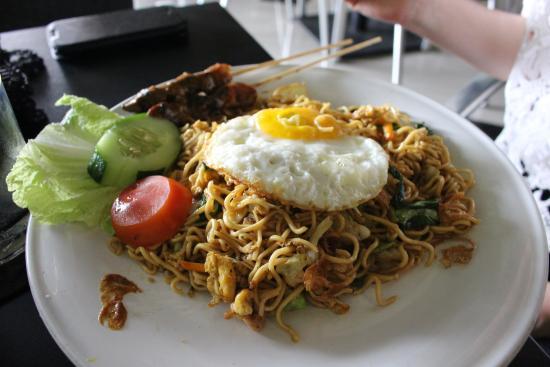 de Bali Cafe and Resto : OK But Instant Noodles