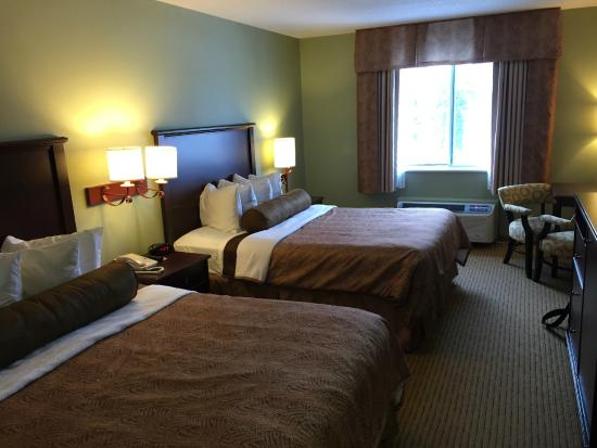 BEST WESTERN PLUS Concord Inn: 2nd floor room with two queen beds