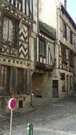 Noyers-sur-Serein, França: Noyer-sun-seren
