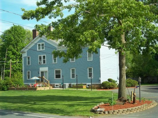 Tin Brook Bed & Breakfast: The Tin Brook B&B