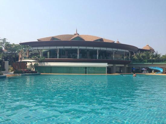 Springfield @ Sea Resort & Spa: สระว่ายน้ำกว้างมาก
