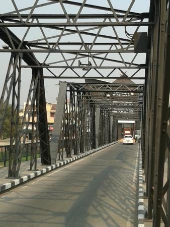 Iron Bridge (Sapaan Lek)