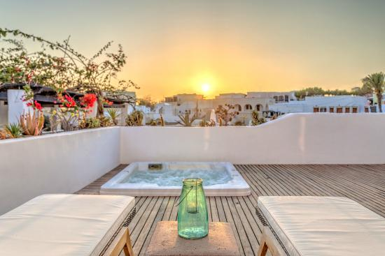 ‪Vedema, a Luxury Collection Resort, Santorini‬