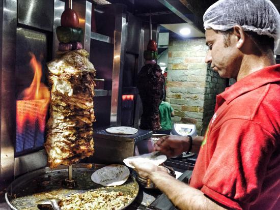 Hotel Fanoos Restaurant: chicken shawarma in the making