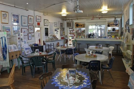 Tenakee Springs, AK: Cafe and local arts and crafts.