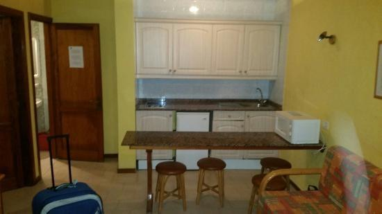 Castillo Beach: Kitchen no oven no microwave