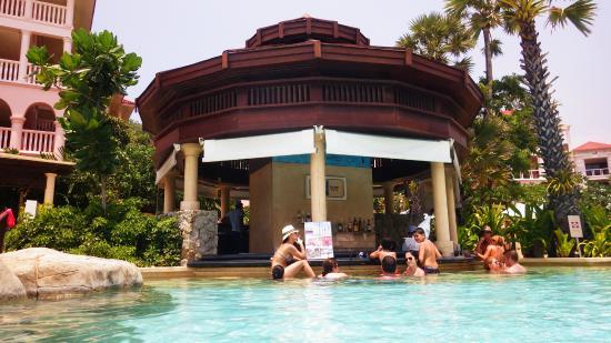 swim up bar picture of centara grand beach resort phuket. Black Bedroom Furniture Sets. Home Design Ideas