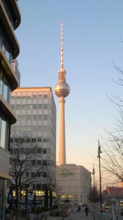 H2 Hotel Berlin Alexanderplatz : Sunrise view, outside front door of reception desk