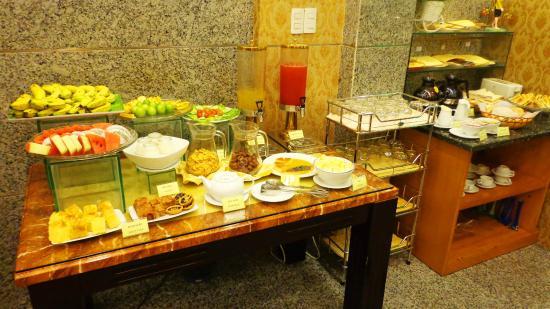 Roseland Inn Hotel: Breakfast area