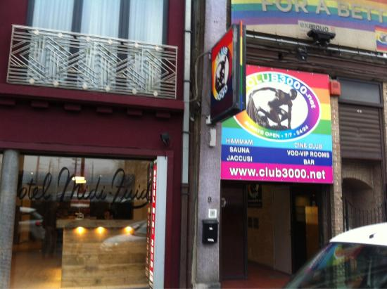 The very loud nightclub next door that's not mentioned anywhere