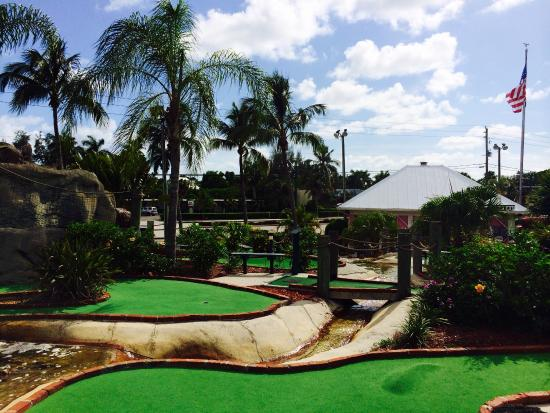 ‪Coral Cay Adventure Golf‬