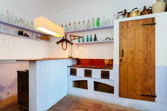 cocina antigua - Picture of Can Felicia, Beuda - TripAdvisor