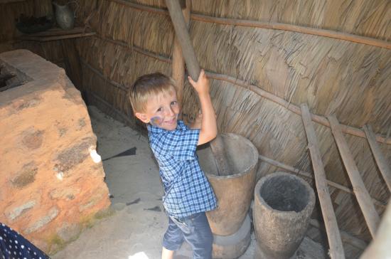 Praslin Museum: Lenny beim zubereiten des Mittagessens