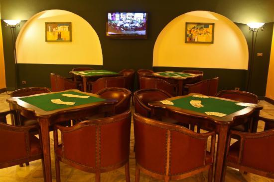 Arabia Azur Resort: Bridge Tables In View Bar
