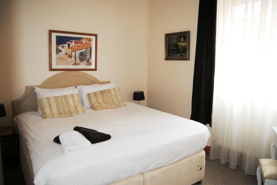 Old Palace Guest House : queen size room