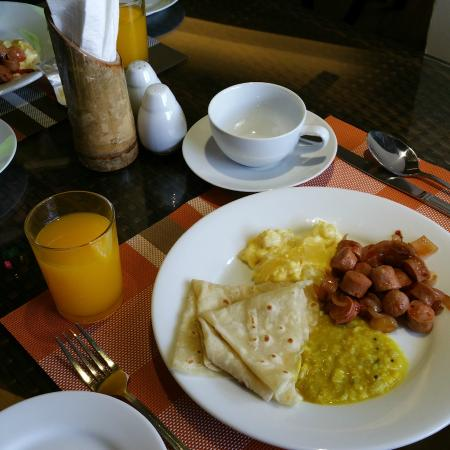 Kaani Villa: Breakfast on our first morning