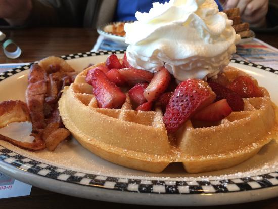 Plato's Diner : Strawberry waffles and bacon