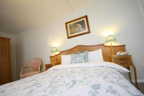 The Crown Hotel: Double Bedroom
