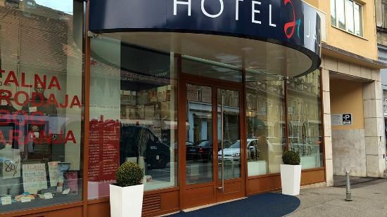 Entrance To The Hotel Picture Of Hotel Jadran Zagreb Tripadvisor