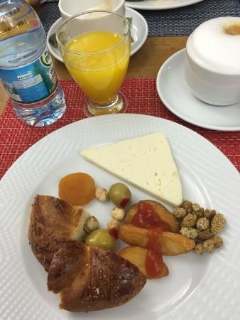 Premist Hotel: Breakfast (buffet style with great options)