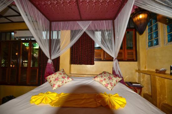 Charm Churee Villa: lit king size