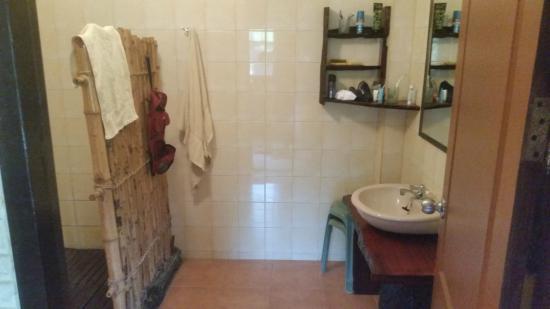 Thai Bamboo Guesthouse: Das großzügige Bad