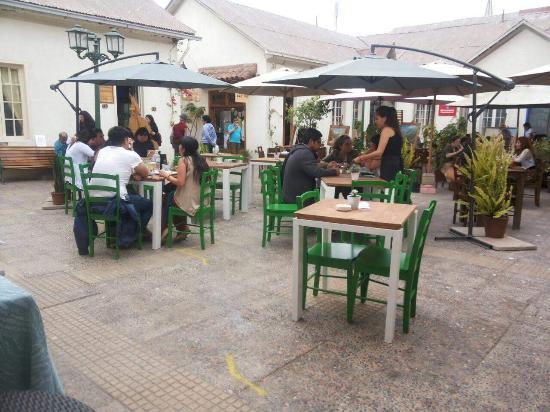 Quai Thai. Patio Colonial, centro de La Serena - Picture of Quai ...