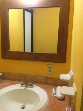 Hotel Canada Internacional : bathroom