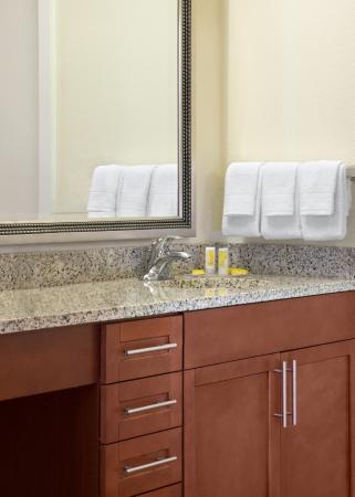 Residence Inn Atlanta Airport North/Virginia Avenue: Bathroom Vanity