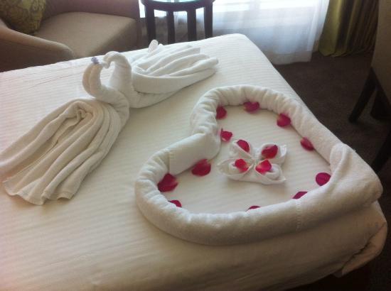 Copthorne Hotel Doha: Bed decoration