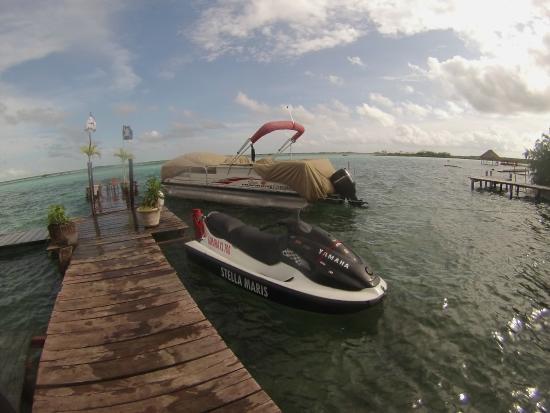 Los Aluxes Bacalar Restaurant: Acceso desde la laguna en wave runner