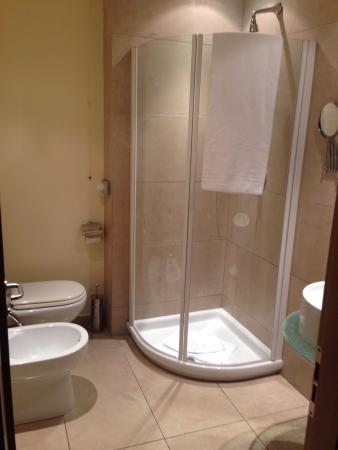 Hotel First : Bagno
