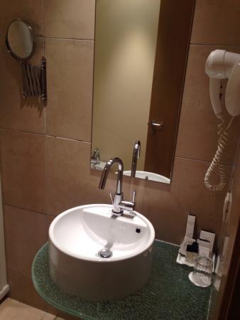 Hotel First : Dettaglio bagno