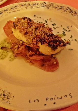 Cueva Restaurante Los Poinos: Merluza con almendras y patatas crujientes