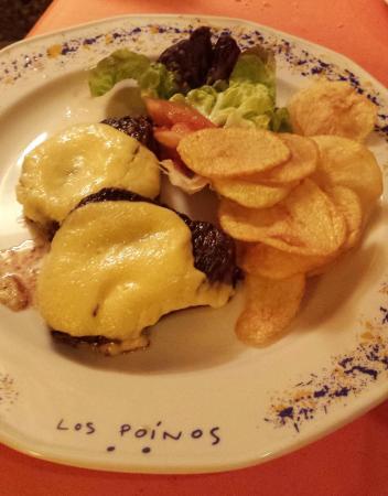 Cueva Restaurante Los Poinos: Solomillo a la plancha con crema de ajos asados