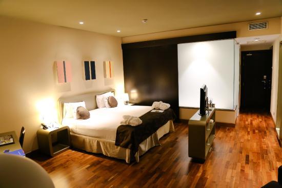Chambre 314 salle de bain avec solide tache d 39 humidit for Chambre public affairs