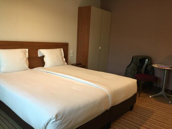 Perché fare un letto così in un hotel non ha senso . foto di